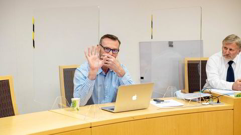 Kjell Kristiansen (t.v.) mente han hadde inngått en bindende avtale om å få kjøpe eiendommen på Frogner for 43 millioner kroner av eieren. Til høyre hans advokat John Aa. Sveinsvold i Brækhus. Kristiansen ønsket ikke å bli avfotografert i retten.