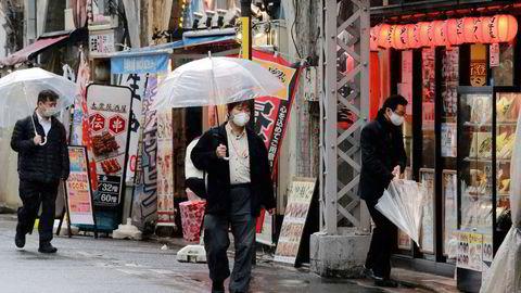 Japan har foretatt flere nedstengninger under koronapandemien. Unntakstilstanden i Tokyo vil vare frem til 21. mars. Det er ventet høyere økonomisk aktivitet igjen fra andre kvartal. Her fra Tokyo på mandag.