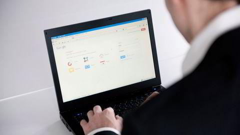 Lovens bestemmelse om overlevering av oppsigelse bør endres til en teknologinøytral bestemmelse, skriver artikkelforfatterne.