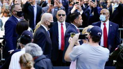 President Joe Biden og førstedame Jill Biden ankommer minnemarkeringen i New York i anledning 20-årsdagen for terrorangrepene mot tvillingtårnene.