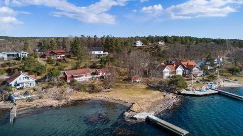 Tjøme-hytta har en strandlinje på rundt 80 meter og egen båtbrygge.