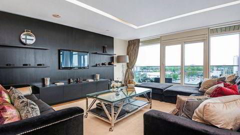 John Carew har solgt leiligheten sin i Battersea i London. – Jeg har solgt mange luksusleiligheter, og ingen av dem har utsikt som denne, sier eiendomsmegler Ali Al Musawi.
