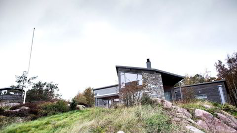 Hanne Madsen mener denne hytta har kostet henne 20 millioner kroner og hverken kan brukes eller selges.