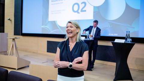 DNB-sjef Kjerstin Braathen får merke at både banken og økonomien er på vei ut av pandemien. Her med finansdirektør Ottar Ertzeid (bak) på en tidligere resultatpresentasjon.