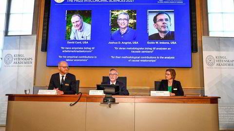Peter Fredriksson, Göran K. Hansson og Eva Mork i det svenske vitenskapsakademiet presenterer årets økonomipris under en pressekonferanse på Kungliga Vetenskapsakademien 11. oktober.