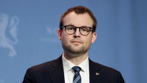 KrF-leder Kjell Ingolf Ropstad leder et parti som vil bruke milliarder det ikke er dekning for, mener DN.
