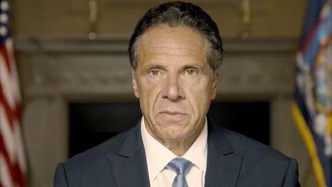 New Yorks guvernør, demokraten Andrew Cuomo, går av etter anklager om seksuell trakassering og upassende oppførsel. 64-åringen var under sterkt press fra flere i eget parti, blant dem president Joe Biden.