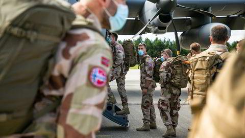 Norske styrker på vei til Irak fra Gardermoen militære flystasjon.