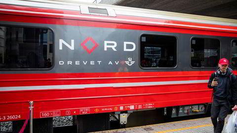 SJs første tog kjører inn på Oslo S i juni 2020. Staten sparer 1,2 milliarder kroner i året på konkurranseutsettingen.