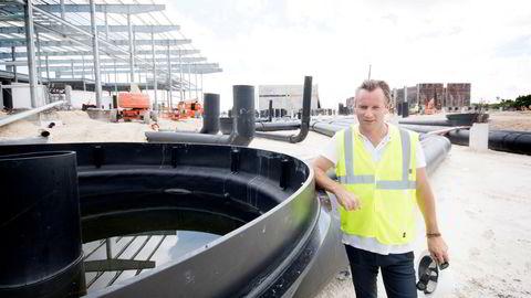 Styreleder Johan Andreassen og Atlantic Sapphire har fått problemer med oppdrettsanlegget i Miami. Her fra Florida, der selskapet bygger verdens største landbaserte oppdrettsanlegg.
