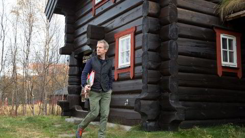 Hyttemegler Christian Haatuft er klar til å ta imot høstferie-kundene.