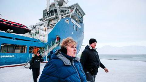 Statsminister Erna Solberg sa i Stortinget onsdag at Norge mener EUs kvotefastsettelse er en krenkelse av norske rettigheter. Her fra et besøk på Svalbard i fjor.