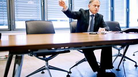 – Vi har tatt dette usedvanlig alvorlig, sier styreleder i Endúr, Pål Reiulf Olsen, etter at selskapet brøt med lånevilkår. Nå går toppsjefen på dagen.