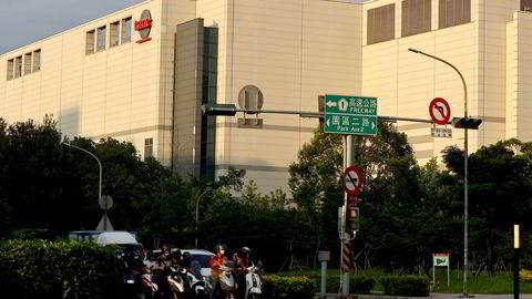 Taiwan Semiconductor Manufacturing Co (TSMC) er verdens største produsent av databrikker. Selskapet advarer om fortsatt leveringsproblemer og høye priser. TSMC er i gang med massive nye investeringer i nye land. Her fra en fabrikk i Hsinchu på Taiwan.