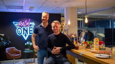 Gründerne har klar Portal Ones første store emisjon: Til venstre administrerende direktør Bård Anders Kasin og til høyre innholdssjef Stig Olav Kasin.