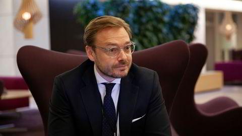 Leder for DNB Markets, Alexander Opstad, har stor pågang fra bedriftene under gjenåpningen.