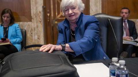 USAs finansminister Janet Yellen. Den amerikanske varianten med å la sentralbanken betale for infrastrukturinvesteringer og sjekker til befolkningen, kommer til å fungere, skriver artikkelforfatteren.