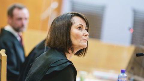 Line Andersen i Oslo tingrett. Hun har gått til privat søksmål mot sin arbeidsgiver NRK etter å ha blitt tatt av skjermen i 2019. Hun mener å ha blitt utsatt for en uholdbar prosess fra NRKs side.