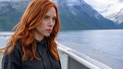 Scarlett Johansson fra innspillingen av filmen «Black Widow» i en fjord på Sunnmøre.