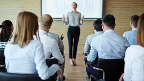 Lederen må også påse at coachen blir ordentlig introdusert og at alle forstår hensikten med coachingen, skriver artikkelforfatterne.