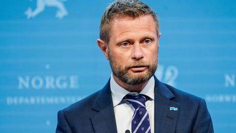 Helse- og omsorgsminister Bent Høie (H) må håndtere et nytt stort smitteutbrudd.