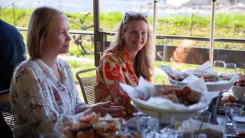 Hege Wilsbeck (fra venstre) og niesen Henriette Wilsbeck Bals booket bord på Festningen Restaurant flere uker før gjenåpningen. Lørdag kunne de endelig spise lunsj sammen ute.