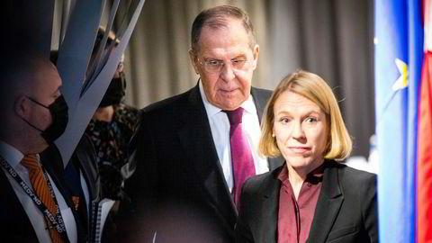 – Ikke en naturlig sak for Utenriksdepartementet å håndtere, sier utenriksminister Anniken Huitfeldt om hvorfor hun ikke ville ta opp Russlands angivelige kartlegging av kablene under møtet med utenriksminister Sergej Lavrov.