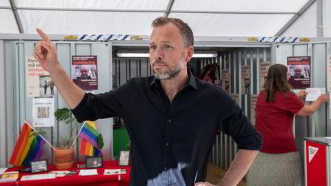 SV-leder Audun Lysbakken drev valgkamp i Bergen fredag. Han mener SV er best skodd for et potensielt rødgrønt kaos etter valget. Han har ikke lukket noen dører. Bortsett fra til en Sp-Ap-basert regjering.