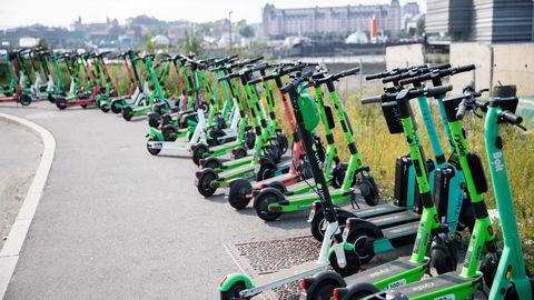 Siden 2019 har et stadig økende antall elsparkesykler dukket opp i Oslo. Her representert av noen av de forskjellige kommersielle aktørene.