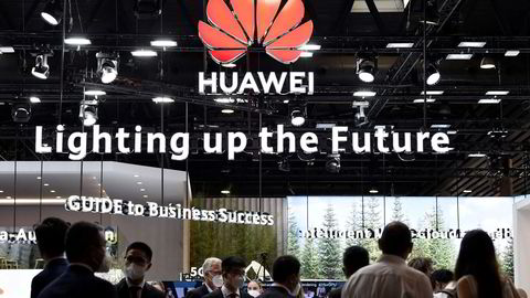 Huawei er under press i hele verden og taper viktige 5G-kontrakter. Selskapet svarer med å investere i nye selskaper og høye lønninger. Her fra Mobile World Congress (MWC) i Barcelona i slutten av juni.