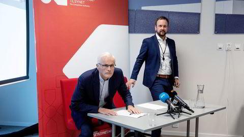 Konkurransetilsynet avholdt pressekonferanse etter razziaene mot dagligvarehandelen høsten 2019. Konkurransedirektør Lars Sørgard (til venstre) og Sigurd Birkeland, leder for «Prosjekt Dagligvare».