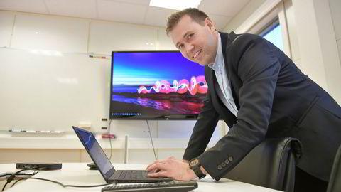 Jan-Tore Holen er blitt mangemillionær på salg av økonomisystemer. Nå har han fått kjendisinvestorer med på eiersiden.