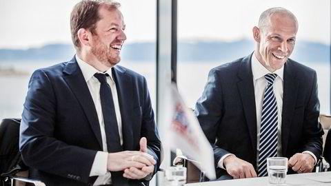 Administrerende direktør Charles Høstlund (til høyre) i i Norway Royal Salmon, og driftsdirektør Klaus Hatlebrekke, solgte på topp.