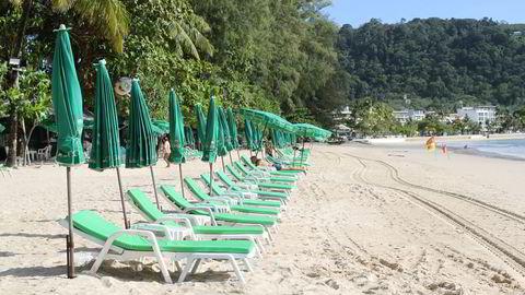 Patong Beach i Phuket er en av de mest populære strendene i Asia. Etter å ha holdt stengt i nesten 16 måneder gjenåpnes ferieøya for fullvaksinerte internasjonale turister på torsdag.