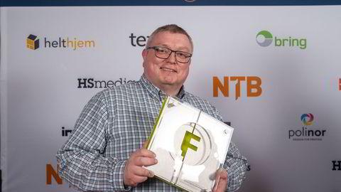 Ole Petter Pedersen går fra Teknisk Ukeblad til NHST-publikasjonen Europower. Her avbildet da han ble «Årets fagpresseredaktør 2019» for sitt arbeid i Kommunal Rapport.