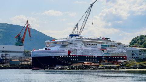 Det er uenigheter om hvem som skal holdes ansvarlig for Kleven Verfts konkurs i fjor. Bildet er av MS Fridtjof Nansen som skulle bygges for Hurtigruten.