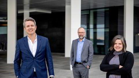 Foran: De nye sjefene i Corparate Communications, Kaia Tetlie og Håkon Rønning. Bak: avtroppende sjef Are Slettan, som nå fortsetter som partner i byrået.