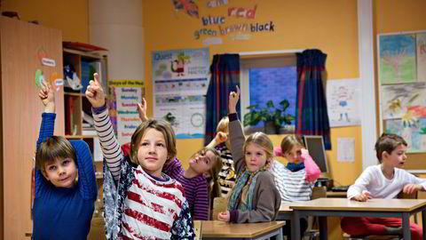 Lærer og skoleledelse som passer på at alle elevene føler tilhørighet og mestring, er viktig for elevenes læring. Illustrasjonsfoto.