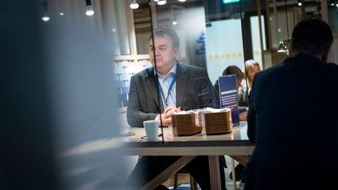 SAS norgessjef Kjetil Håbjørg er blant stamgjestene i loungen på Oslo lufthavn Gardermoen, og sier ledelsen bruke mest tid på å planlegge for en opptrapping frem mot sommeren. Om reiserestriksjonene blir færre, tror han kundene er tilbake med en gang.