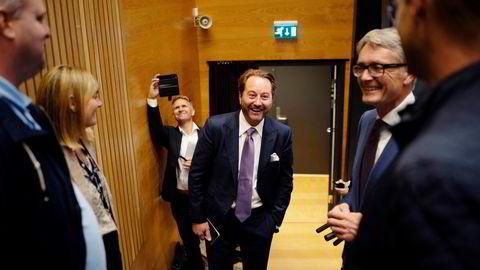 Kjell Inge Røkke er dominerende eier i Aker Clean Hydrogen. Her blant andre med Akers konsernsjef Øyvind Eriksen (til høyre).