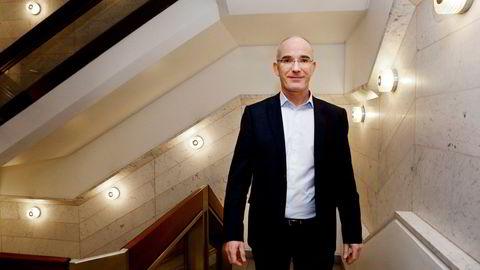 Stabsdirektør Birger Vikøren i Norges Bank kan ikke bli ny visesentralbanksjef, fordi sønnen hans jobber i departementet.