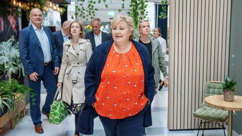 Statsminister Erna Solberg besøkte tirsdag ammoniakkselskapet Horisont Energi i Sandnes sammen med olje- og energiminister Tina Bru (H) og næringsminister Iselin Nybø (V).