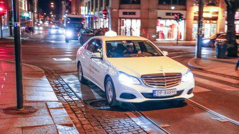 De borgerlige har sluppet drosjene fri. De rødgrønne liker det dårlig.