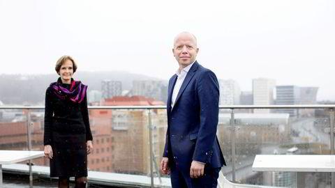 Trond Sundnes blir ny konsernsjef for NHST. Her med styrelder Anette S.Olsen.