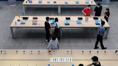 Huawei ønsker å få mer kontroll på det digitale økosystemet produktene koblet sammen med – tilsvarende hva Apple har gjort med stor suksess. Huaweis flaggskipsutsalg i Shenzhen viser de siste nye produktene.