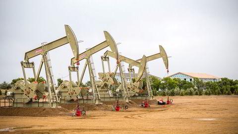 IEA øker sine vekstprognoser for oljeetterspørselen i 2021. Bildet viser oljerigger i Nord-Dakota i USA.