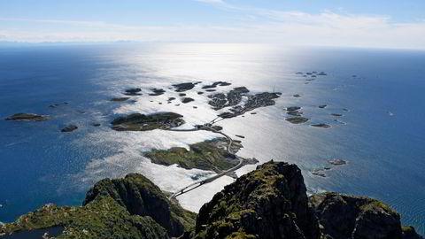 Unge Høyre går nå inn for å verne de sårbare havområdene utenfor Lofoten, Vesterålen og Senja. Her sett fra Festvågtinden ved Henningsvær, i Lofoten.