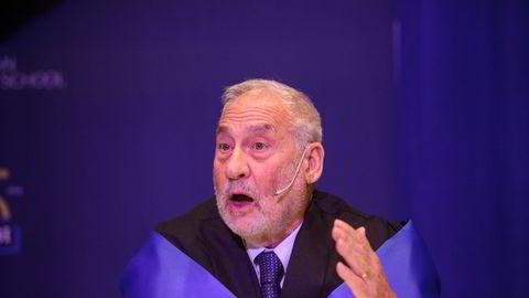 Ved hvilket universitet er økonom og nobelprisvinner Joseph Stiglitz professor?