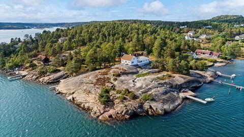Interiørdesigner Christian Maktabi har betalt 32 millioner kroner for en fritidseiendom med rundt 120 meter strandlinje lengst sør på Nøtterøy.