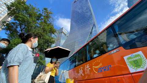 Eiendomsgiganten Evergrande sitt hovedkvarter, i Shenzhen, Kina. Mange investorer tror kinesiske myndigheter vil redde det gjeldstyngede selskapet.
